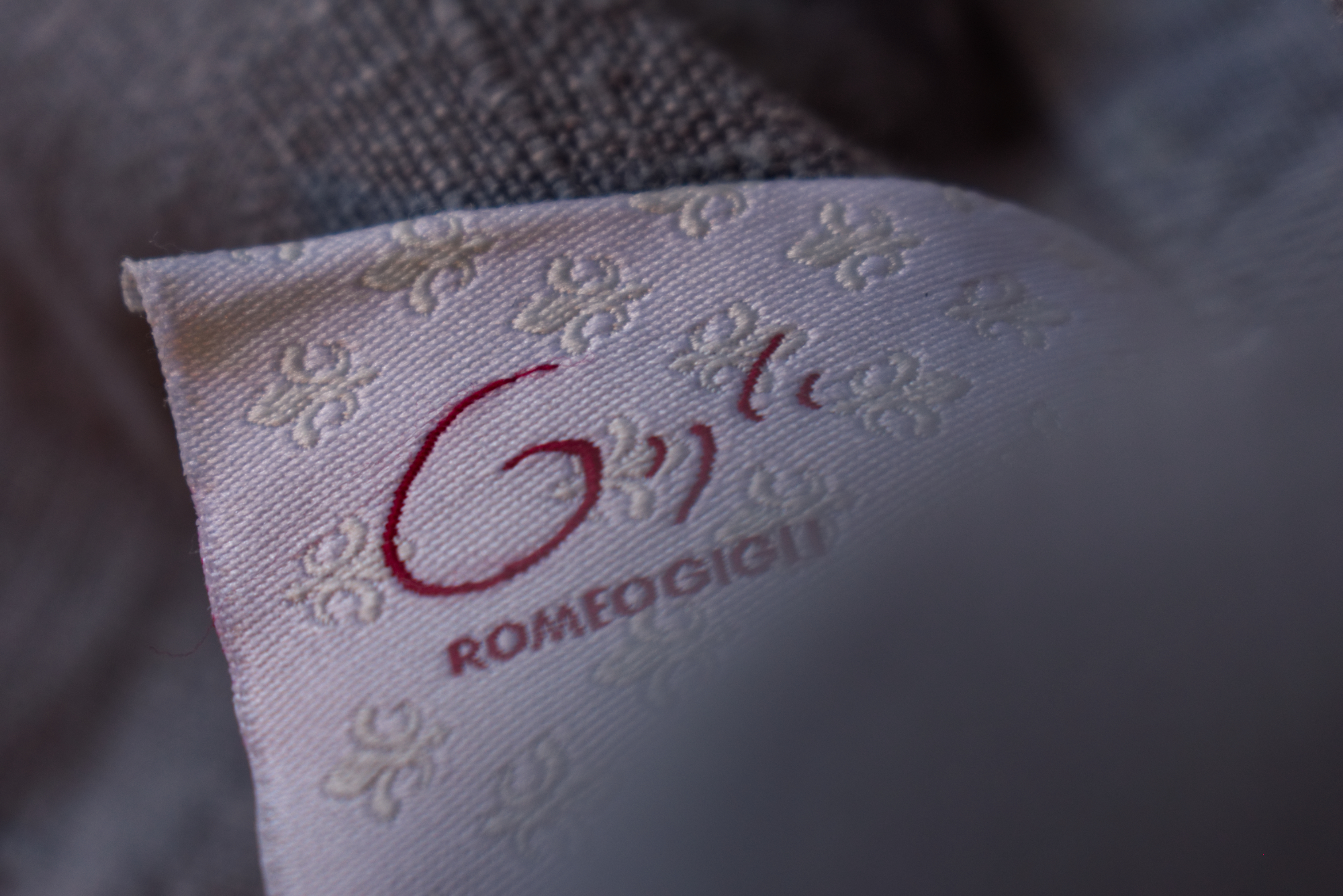 Photo of a label on a Romeo Gigli men's jacket made of linen to illustrate an article about Romeo Gigli clothing